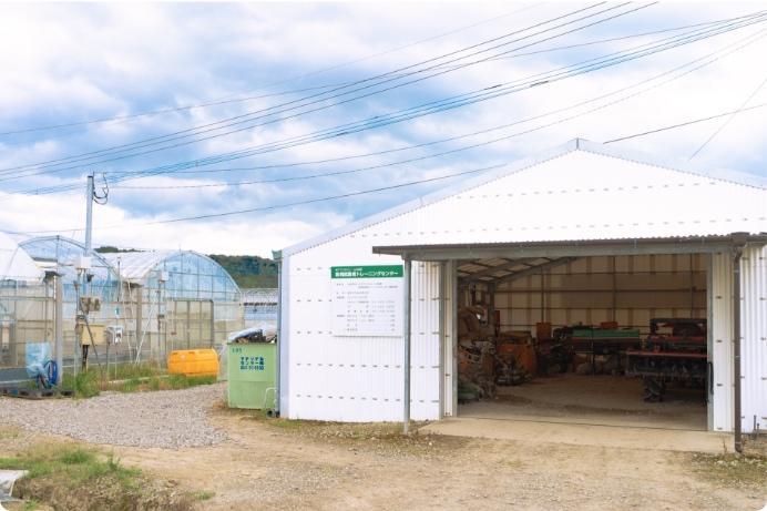トレーニングセンター倉庫前の写真